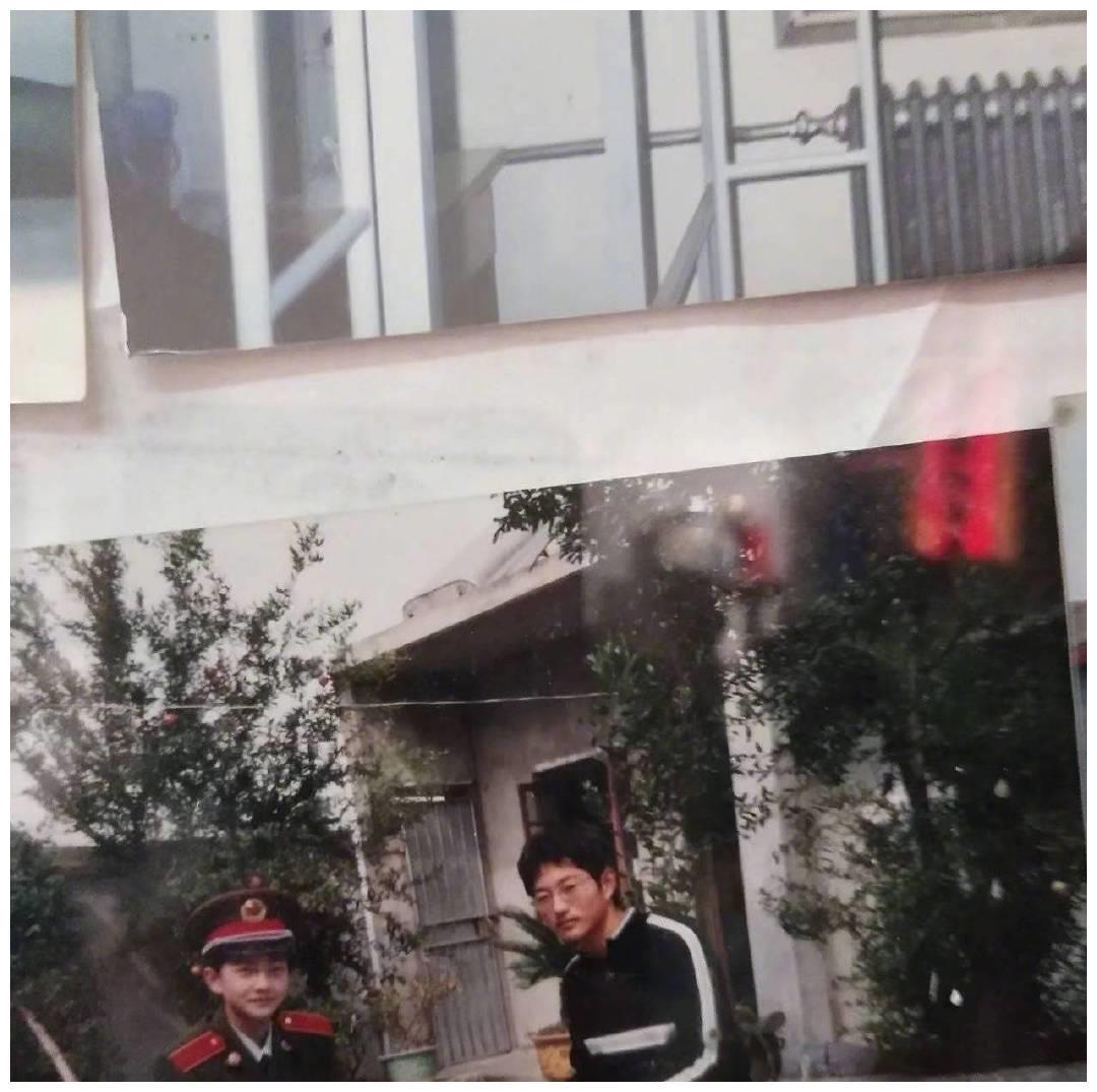 杨洋毕业照和小时候照片曝光,惊艳众人,军艺校草是真的好看啊!