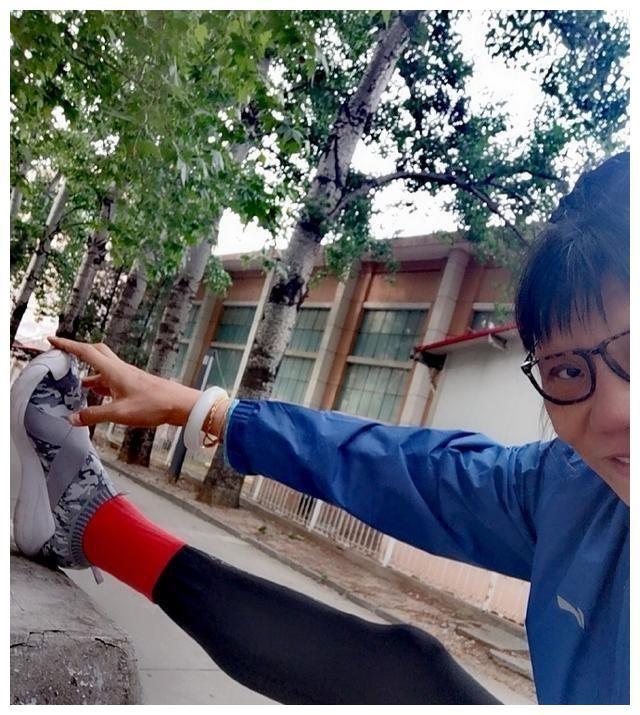 53岁女篮第一中锋郑海霞近况:结婚十年无子女,丈夫多年未现身!