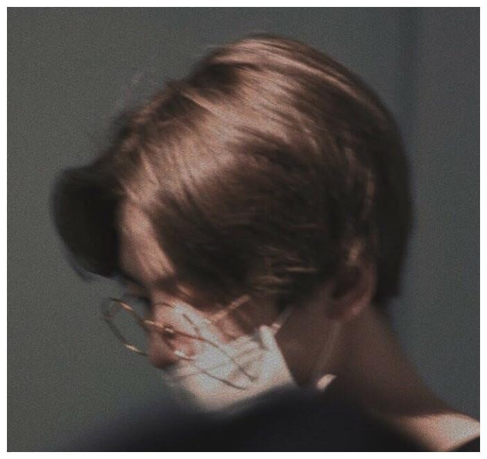 戴眼镜的边伯贤究竟有多过分?