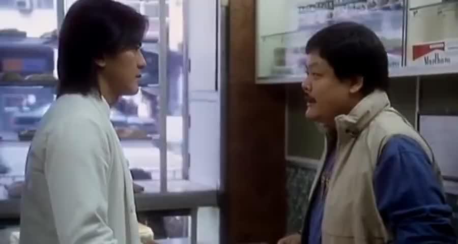 黑老大退出江湖开餐馆,死对头却不乐意,直接叫小弟开砸