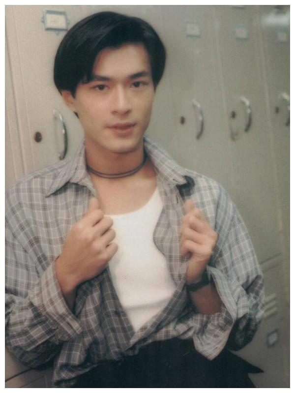 1994年的一天,当模特的古天乐失业,TVB打来电话:来当演员吧