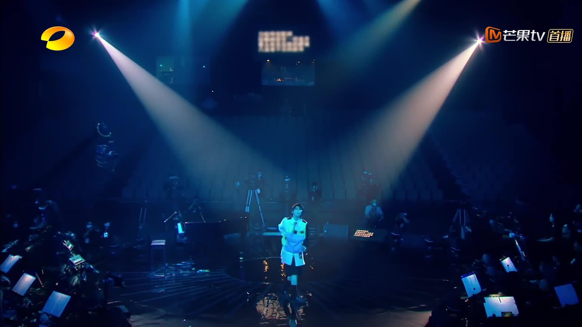 歌手:华晨宇的这段说唱真是精彩,这潇洒自如的台风,太有范!