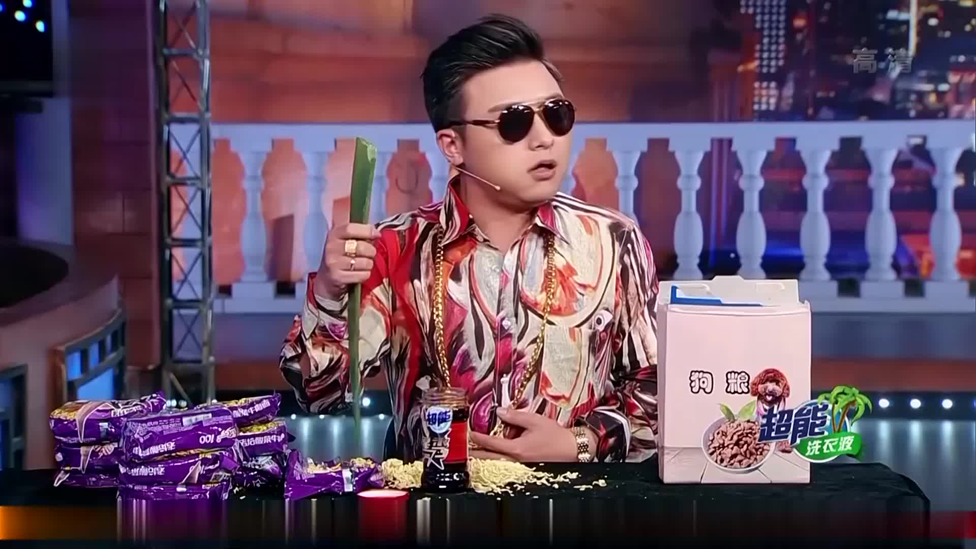 金星秀:现在的主播啥都敢吃,竟用龙舌兰蘸老干妈,真不怕被毒死
