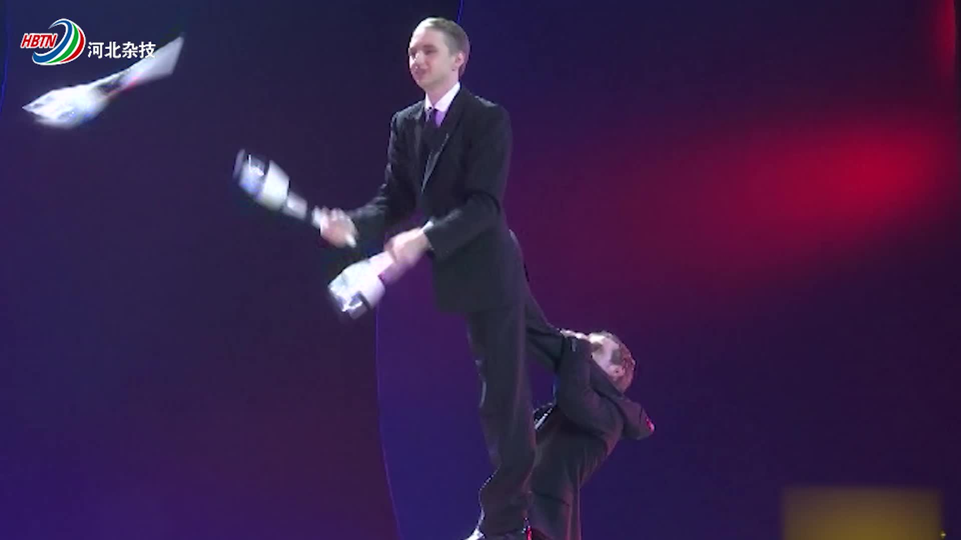 俄罗斯演员表演手技,这失误太明显了,你是怎样得的奖!