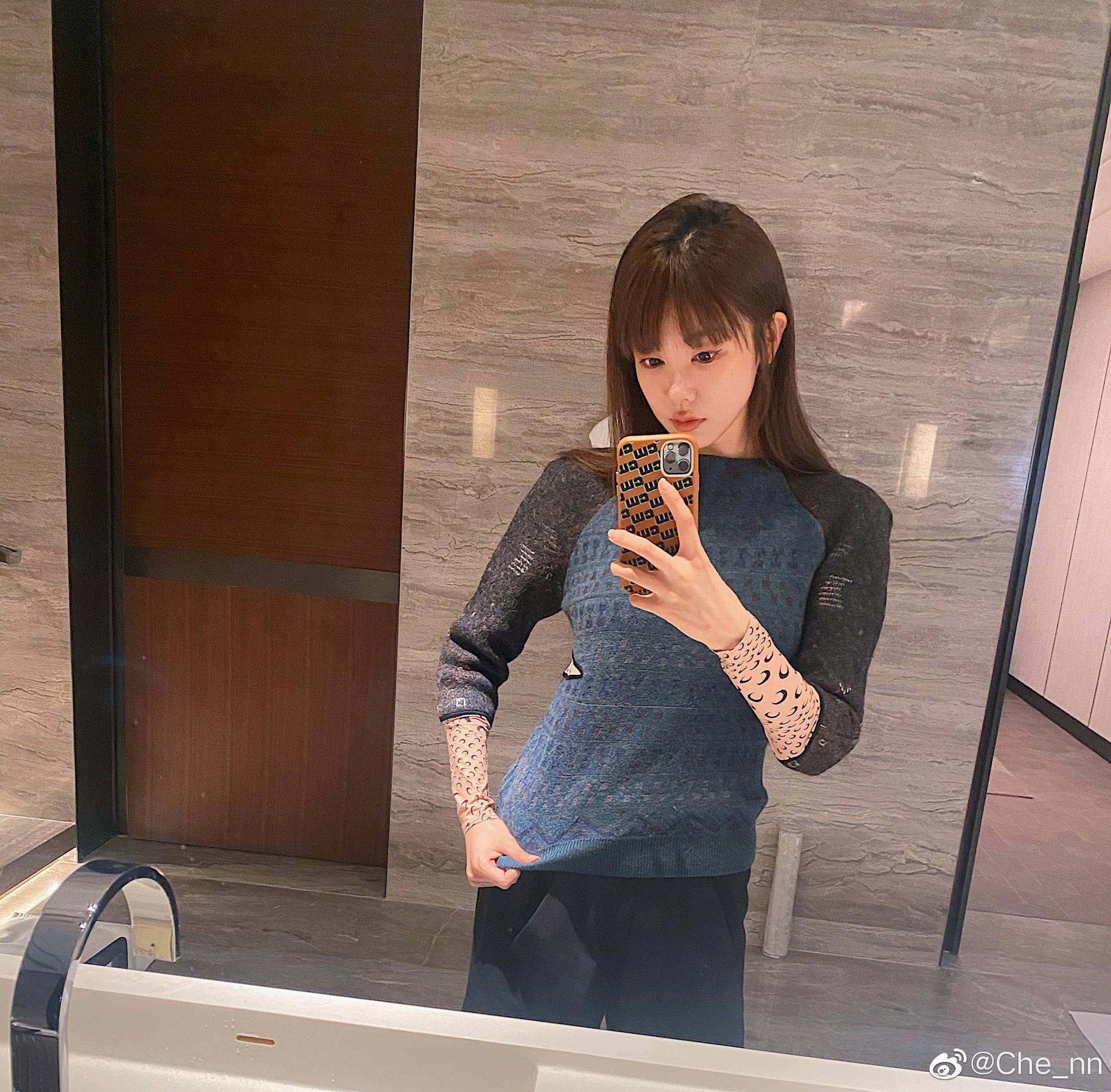 深圳佳兆业俱乐部球员郜林的妻子近日晒出自己的日常自拍照