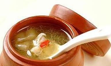 煲鸡汤时,不要直接炖或先焯水!这才是正确做法,鸡汤鲜美无腥味