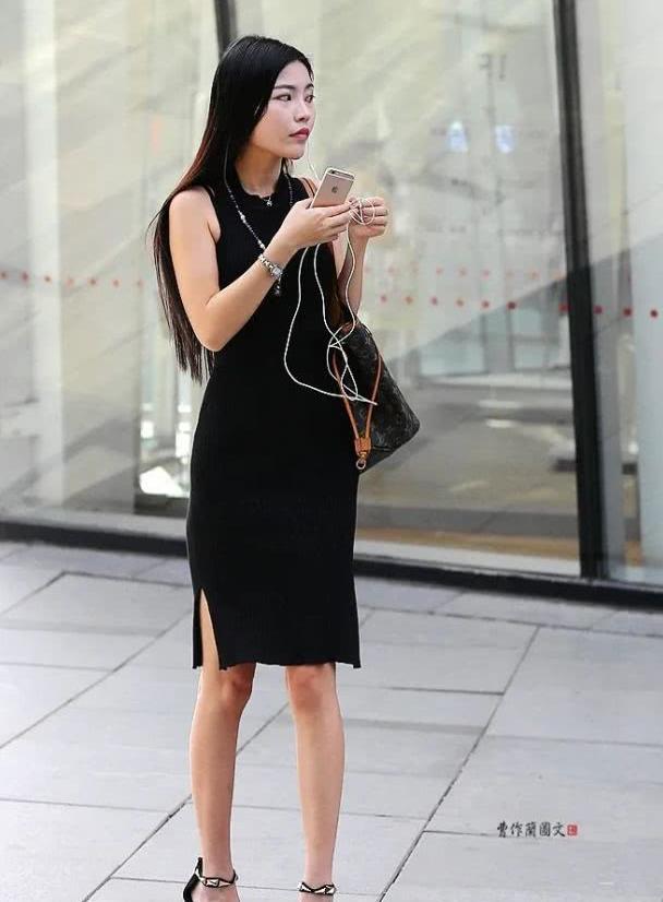 街拍:秀发如瀑的黑色衣装美女