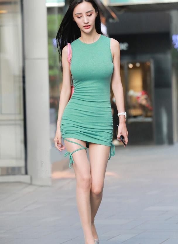 时尚穿搭:连衣裙+高跟鞋,修身显身材,时尚又美丽!