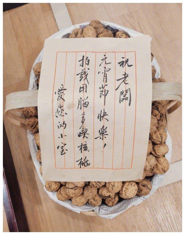 陈学冬元宵节收15斤核桃,自夸聪明绝顶却被嘲秃顶,回怼:别咒人