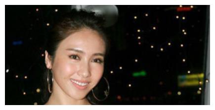 她是香港女神黎姿,3个女儿照片流出,长得却不像姐妹!