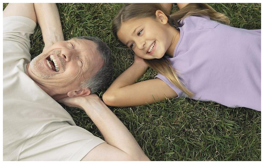 权衡老人带娃的利与弊,不妨掌握两个原则,轻松解决家庭育儿矛盾