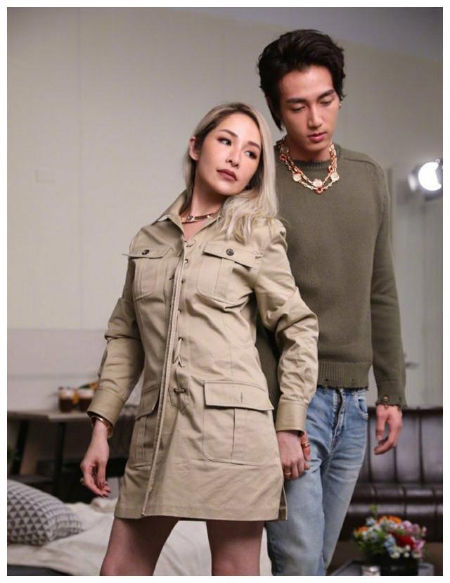40岁的萧亚轩携24岁男朋友黄皓拍摄情人节大片,在线秀恩爱