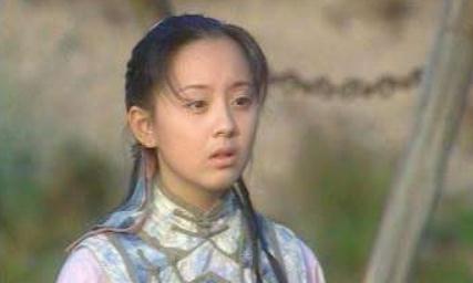 她是迷倒释小龙的最美童星,长大嫁给黑人后,颜值一言难尽