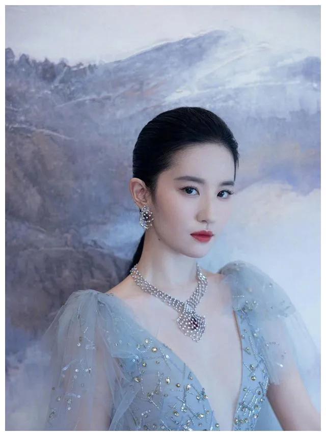 古装女神刘亦菲,获得国际最佳女演员,见证国内演员有实力!
