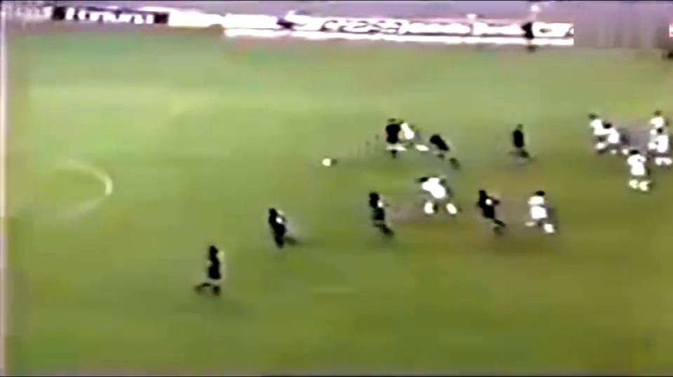 巴萨首座欧冠功臣最骚一球,科曼传给3秒后自己破门不逊贝尔