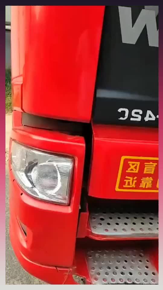 刚买的新货车卸货时车成这样了运费翻倍都不够洗车钱