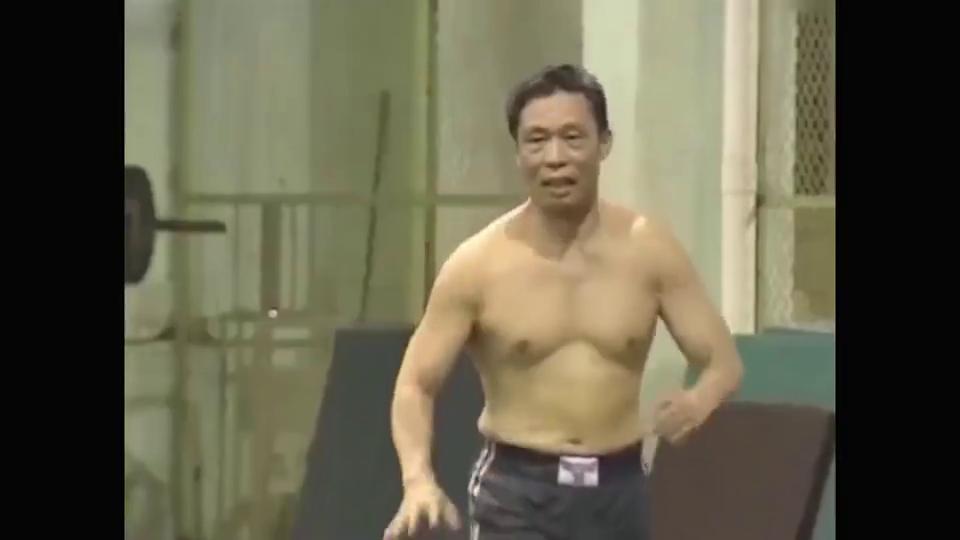 国士无双,钟南山打篮球妻子当裁判。