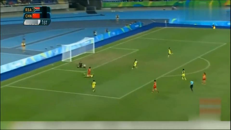 中国女足2-0掀翻南非,40米外世界级吊射破门,门将气得锤皮球!