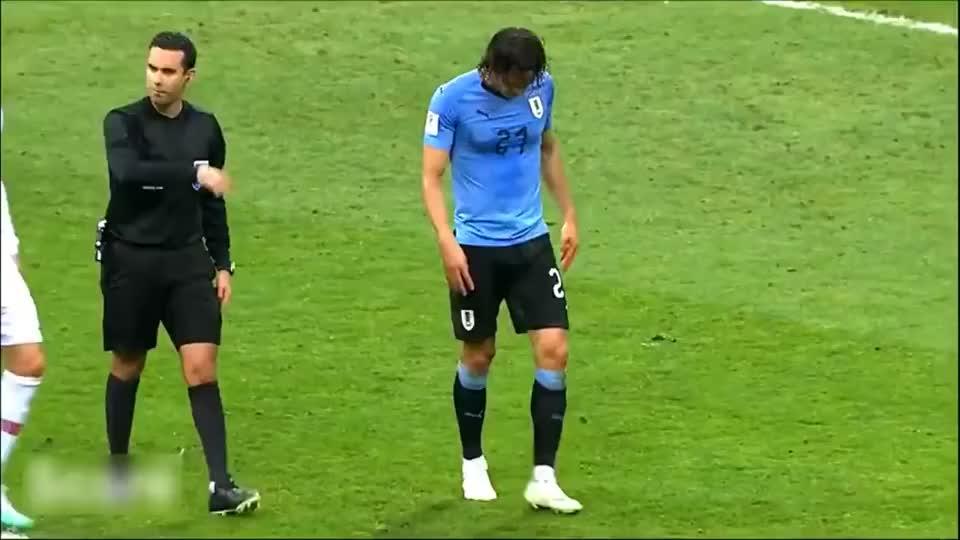 温馨的瞬间,足坛中的尊敬的与情感时刻,足球不只是竞技!