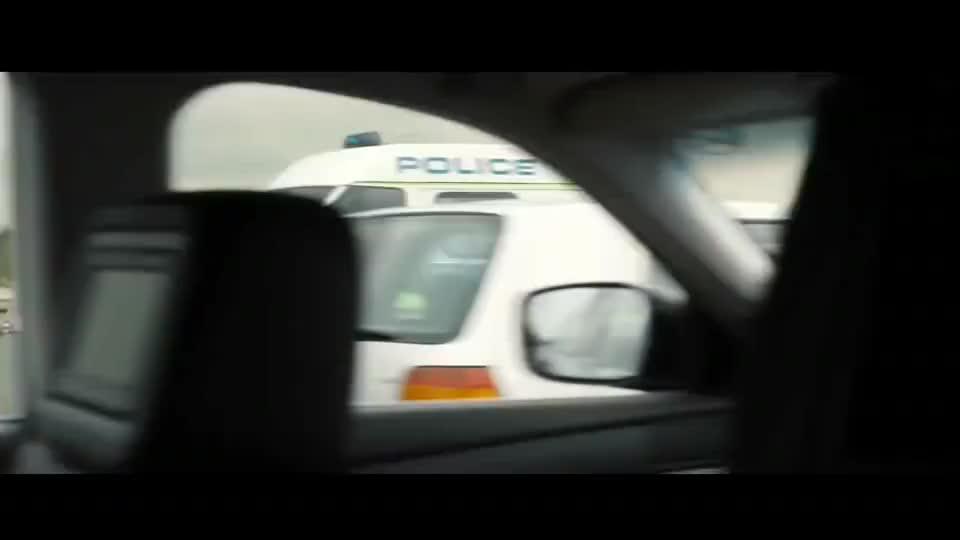 恐怖分子运一车炸药,在伦敦大桥自杀引爆,大桥瞬间坍塌,战争片