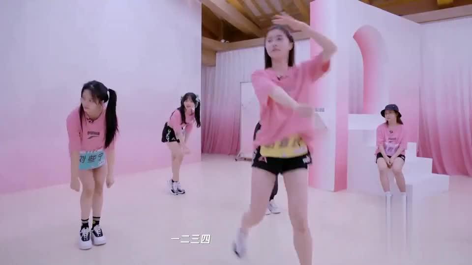 美女们到底是来跳舞还是搞笑来了