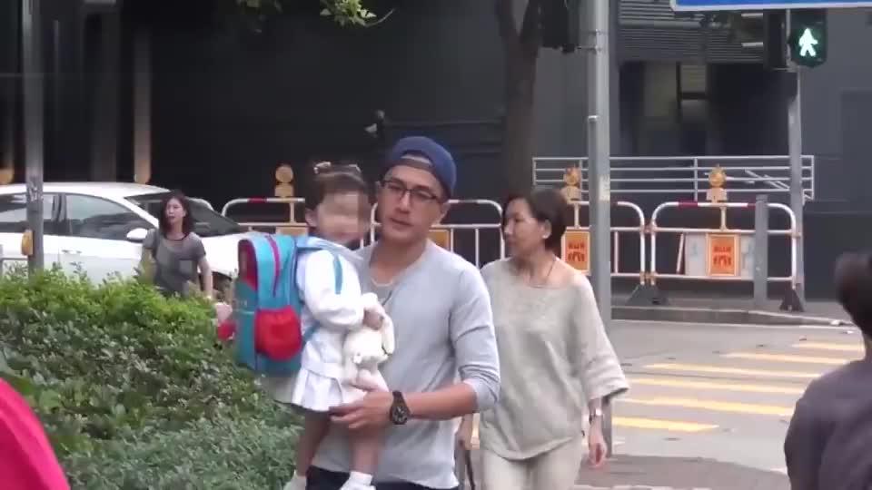 刘恺威接女儿回家被拍,小糯米正脸曝光,五官越来越像杨幂
