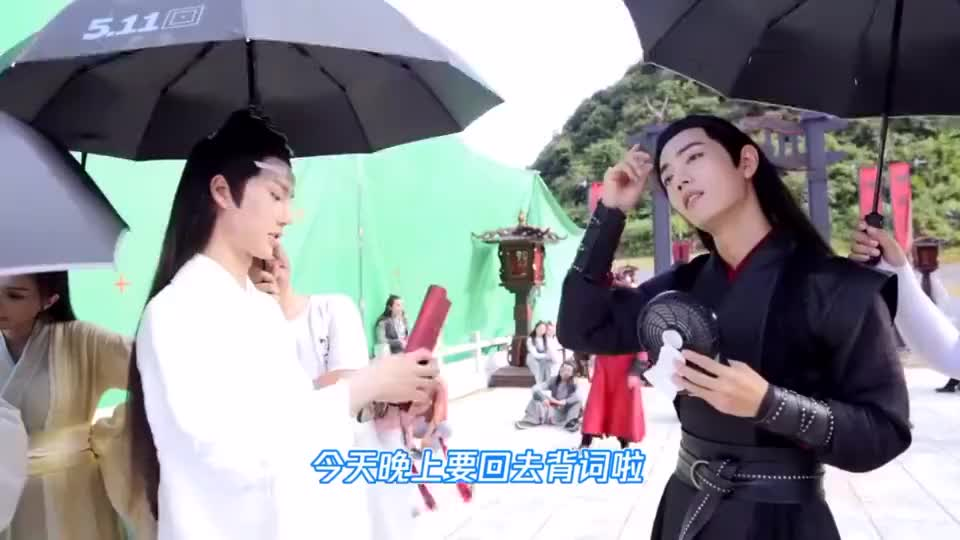 陈情令花絮:王一博跟肖战炫耀要背3行台词,两人的互动太可爱了