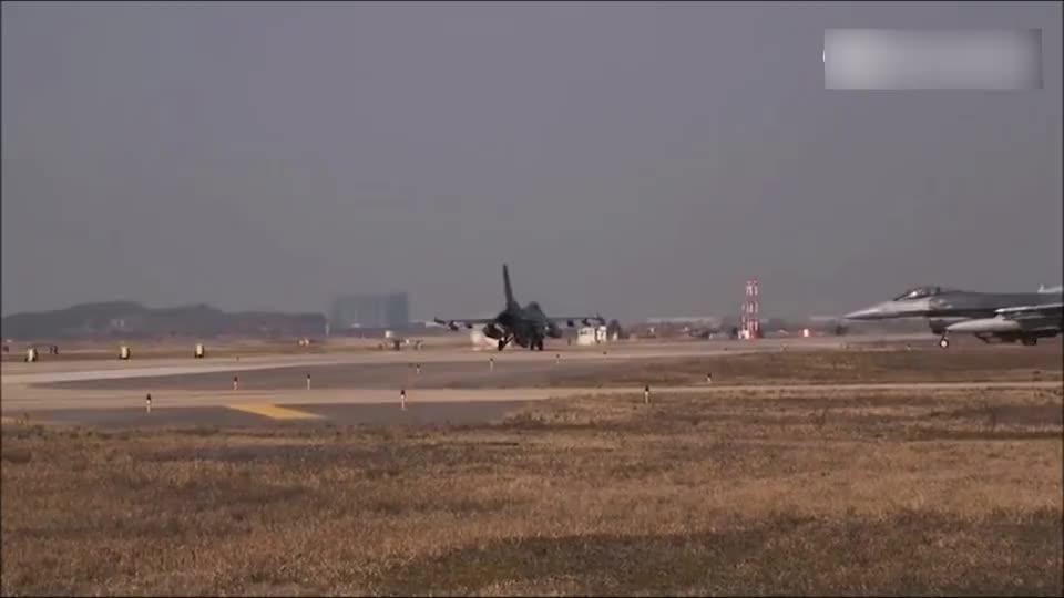 见识下美军的F-16战隼战斗机,一架接一架起飞,美军军备就是豪
