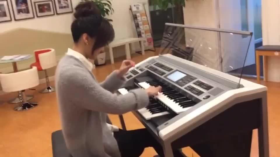 玖月奇迹双排键演奏《西游记》插曲,想知道为什么她能一心四用!