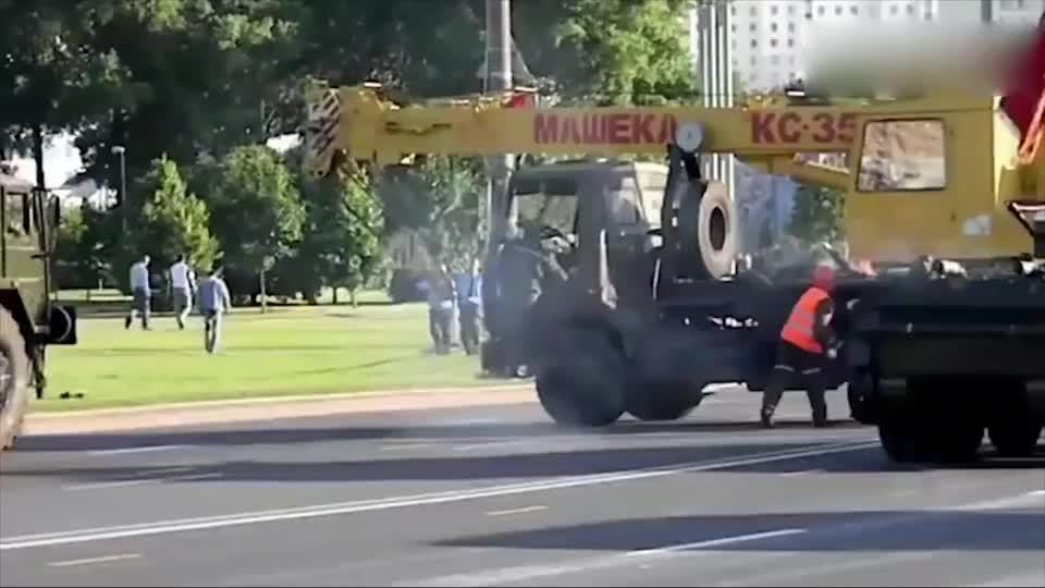 实拍俄军BT-7A轻型坦克性能展示,不要履带也能行驶?