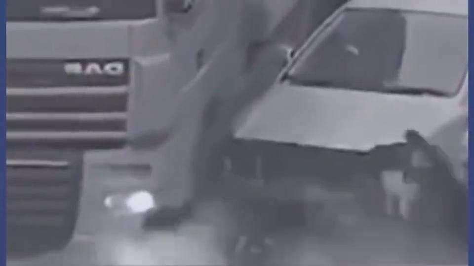车胎都爆炸了,这不是在赌气,这是在赌命啊!