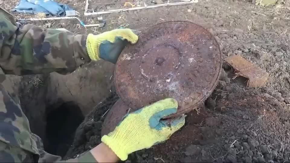 探索二战遗迹挖了一米多深坑,找到几颗DP机枪弹盘,都锈了