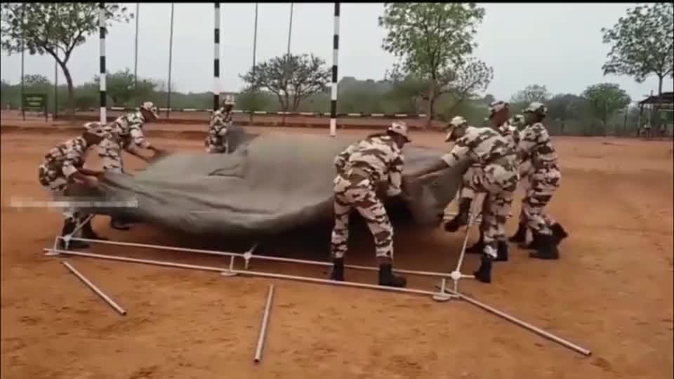 实拍印度士兵帐篷搭建训练,这速度怎么说?
