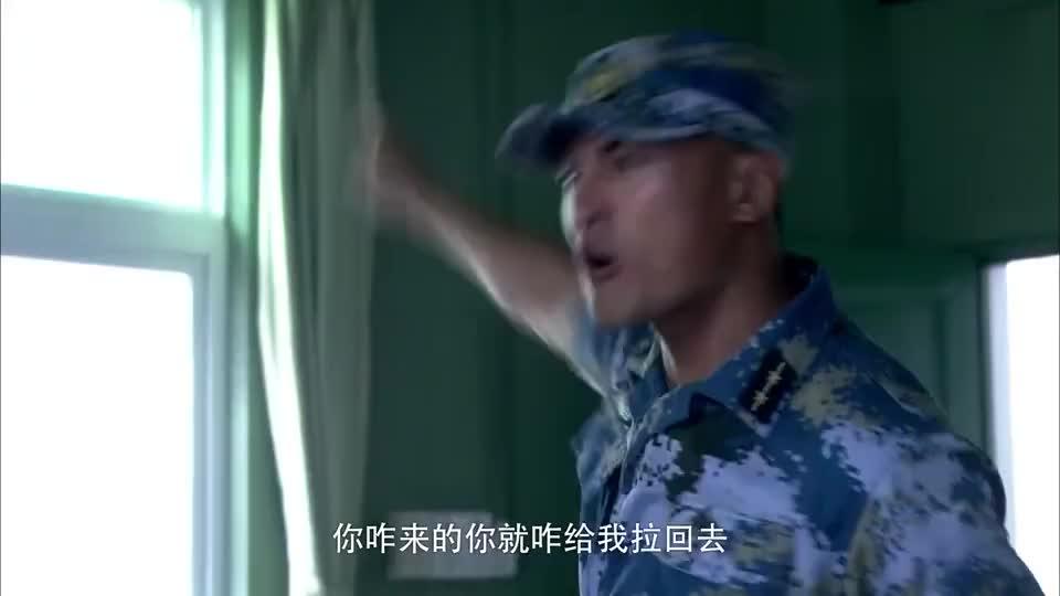 众士兵士气低落,蒋小鱼以身作则,看他严肃的时候还不习惯呢