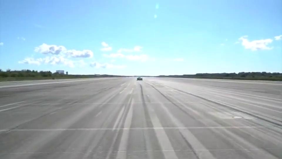 迈凯伦570S在机场跑道上到底能开多快?