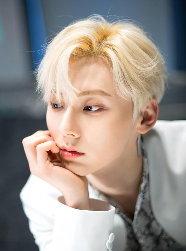 NUEST成员黄旼炫D社新图-你的金发男孩