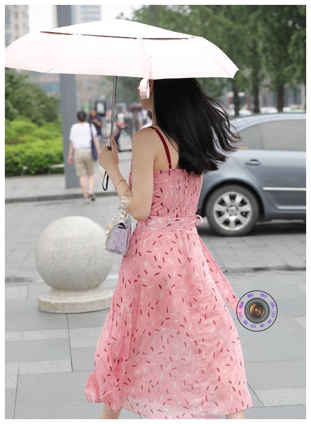 上身秒变纸片人的连衣裙,时尚又显瘦的利器,微胖穿也很美