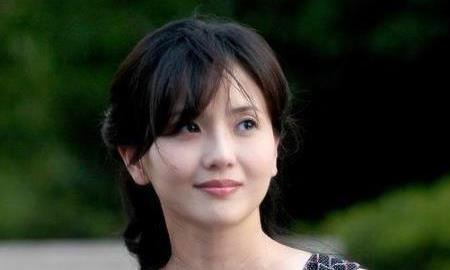 她是国家一级演员,为丈夫守寡13年,53岁再嫁周迅恩师