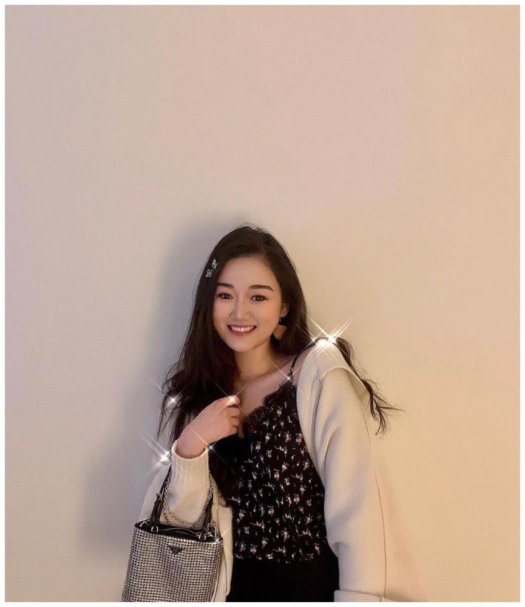 袁九儿:何超欣和姚安娜是她的闺蜜,18岁出席顶级名媛舞会
