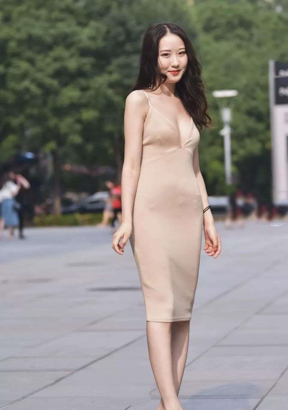 设计风格独特的连衣裙,时尚大方又经典百搭,连衣裙都可以