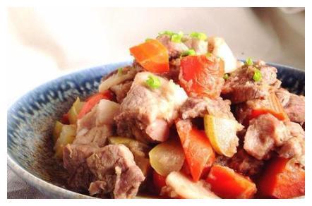 美食推荐:五彩素菜焖面,果香烧肉,鸟巢豆腐沙拉的做法