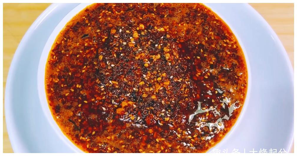 辣椒油怎么炸最香?选辣椒和诀窍教给你,香辣味美,拌什么都好吃