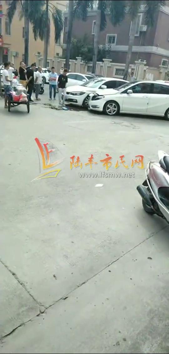 陆丰洛洲共享汽车与奔驰发生碰撞