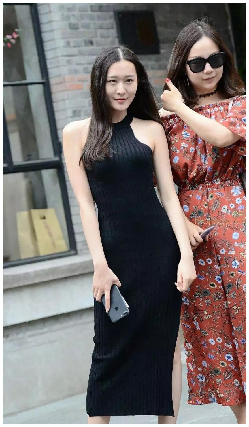 时尚的穿搭小女孩:如果你闺蜜穿的全身黑,建议你别站在她身边