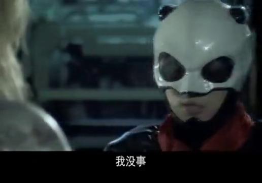 熊猫侠想再次回去救出俐亚,双方定下计划,并让其看好布娃娃