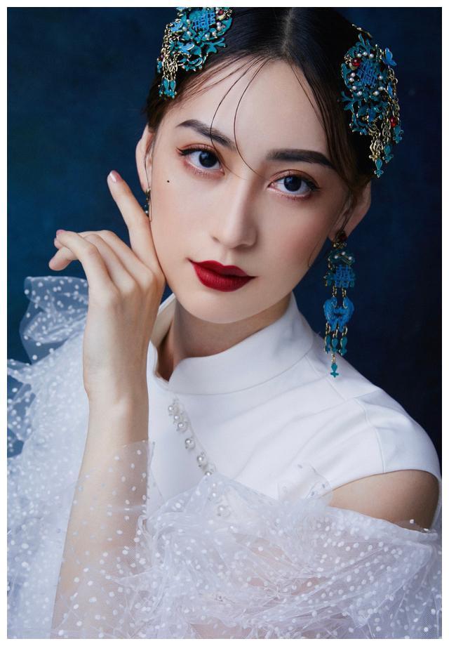 谭乔尹古风写真,造型惊艳,典雅迷人