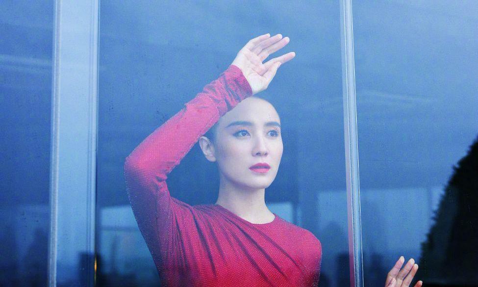 中国的文艺女神巡礼之宋佳:时装也很适合她