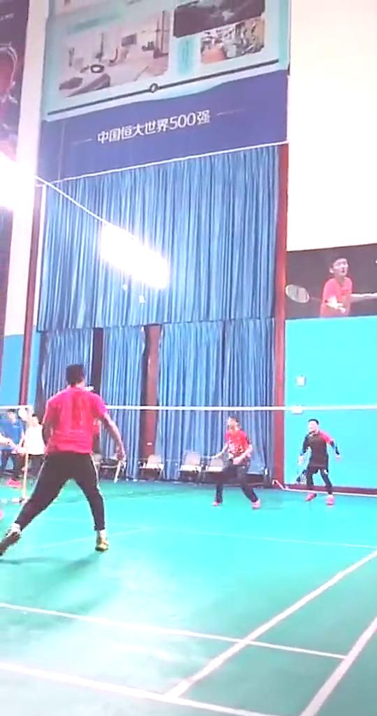 双人羽毛球对抗赛!这其中的高手对决就是不一样!观赏性很强!