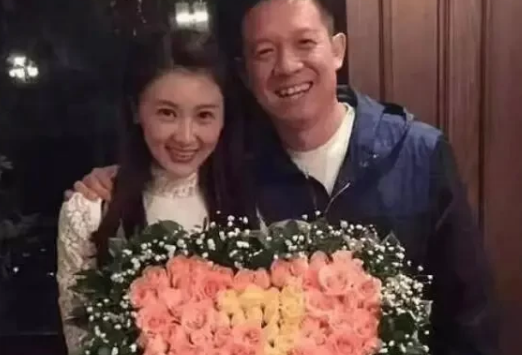 甘薇承认已与贾跃亭离婚,晒演出视频称四岁儿子需靠自己赚学费
