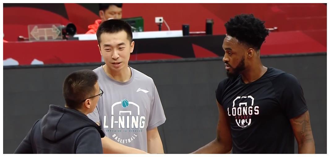 王骁辉致歉富兰克林,两人握手泯恩仇,这才是职业球员